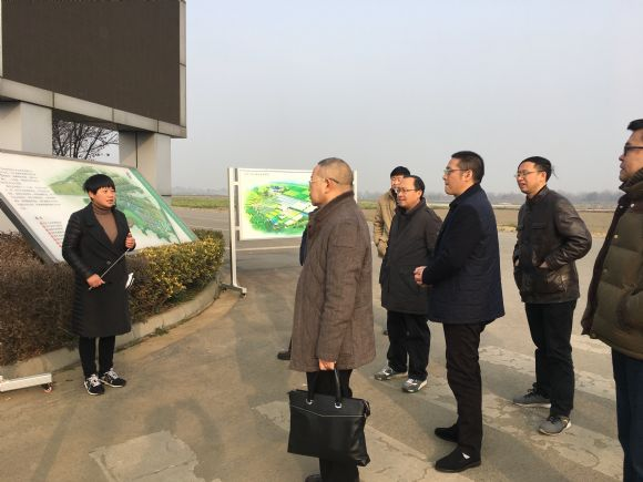 在参观园艺作物区和大田作物区时,杨武云副院长重点介绍了我院开展